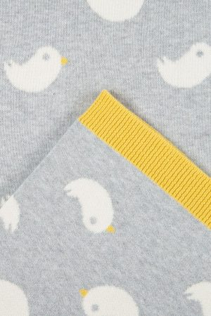 babyfilt ljusgrå fåglar detalj