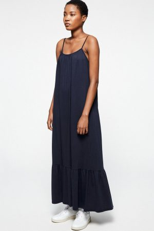 maxiklänning lyyra marinblå modell helbild
