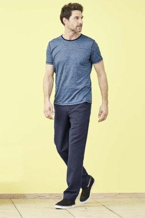 T-shirt 100% ekolin ANDY finrandig blå/marinblå modell helbild