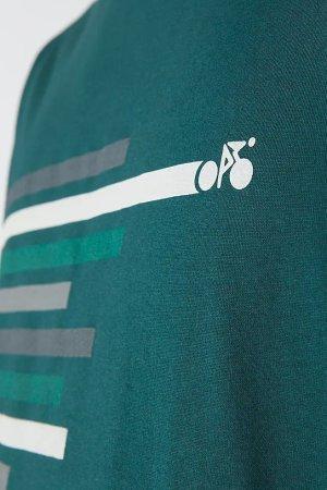 t-shirt bike lines jaames mörkgrön modell närbild