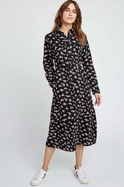 skjortklänning fickor blomtryck piper modell helbild2