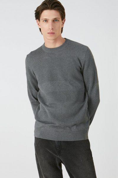 tröja strukturstickad baabel gråmelerad modell