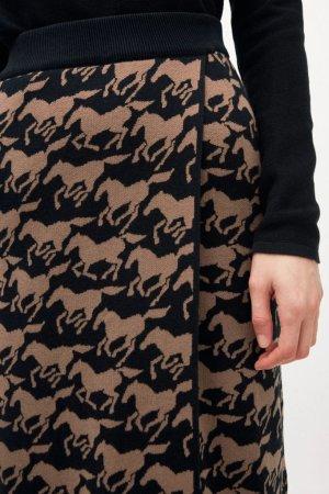 kjol stickad omlott svaava wild horses modell närbild