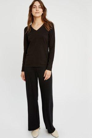 tröja basic v-hals svart modell helbild