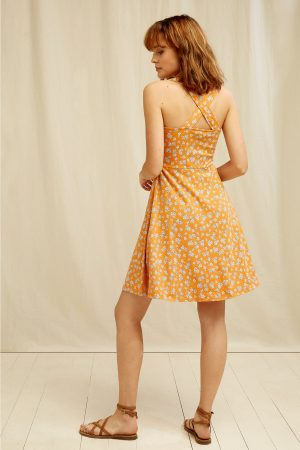 klänning blomtryck cross-over rygg peyton modell bakifrån