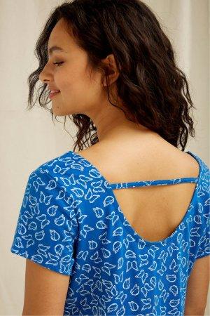 klänning fjärilar AURELIA modell närbild