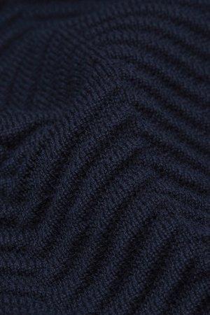tröja stickad struktur heringaa marinblå närbild