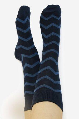 ekologiska strumpor mörkblå denimblå sicksack mönster
