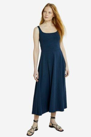 klänningmidib tyra marinblå modell helbild