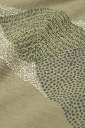 T-shirt pixel mountains JAAMES grön modell tryck