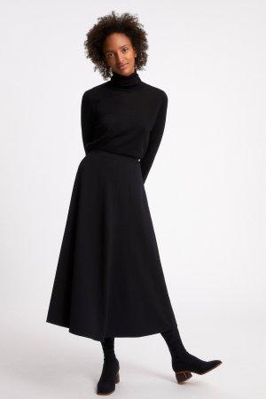 kjol klockad jolaa svart modell helbild