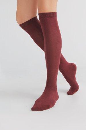 knästrumpor bomull vinröd modell korsade ben