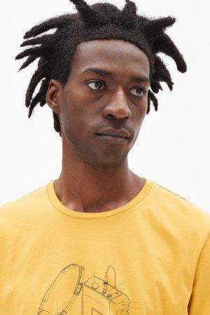 t-shirt walkman jaames gul modell närbild